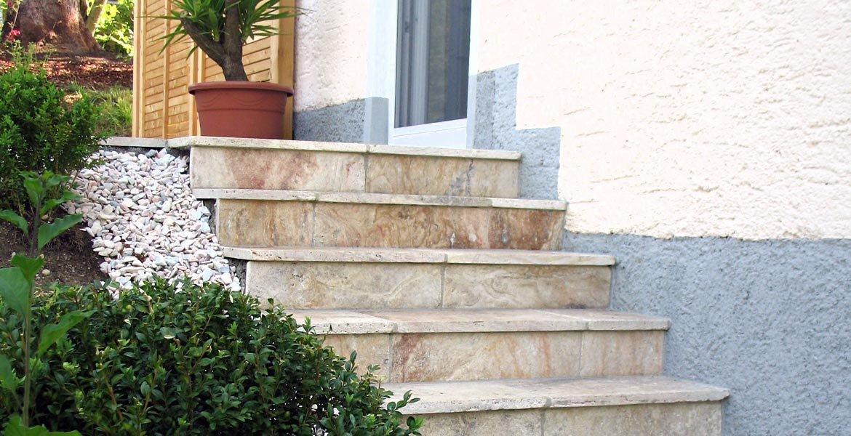 Naturstein und keramik f r treppen und fensterb nke for Travertin tisch pflege