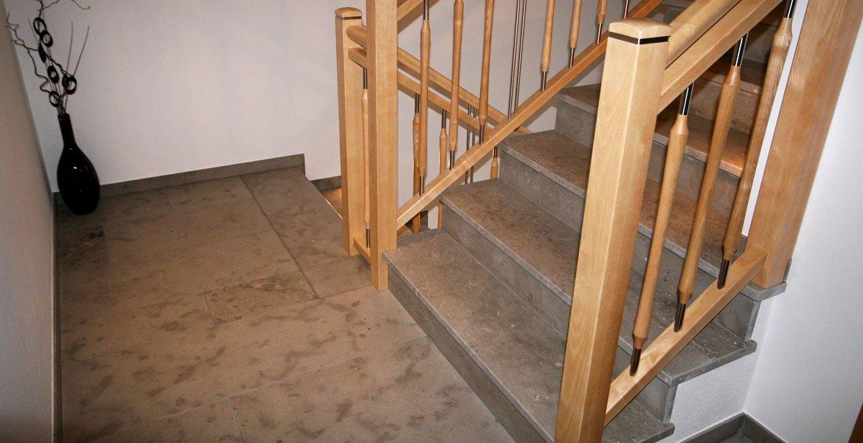 Naturstein und keramik f r treppen und fensterb nke for Travertin marmor tisch